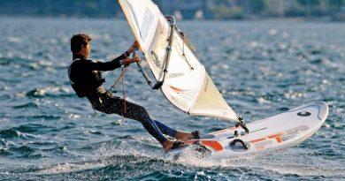 Windsurfing - Fins & Sails