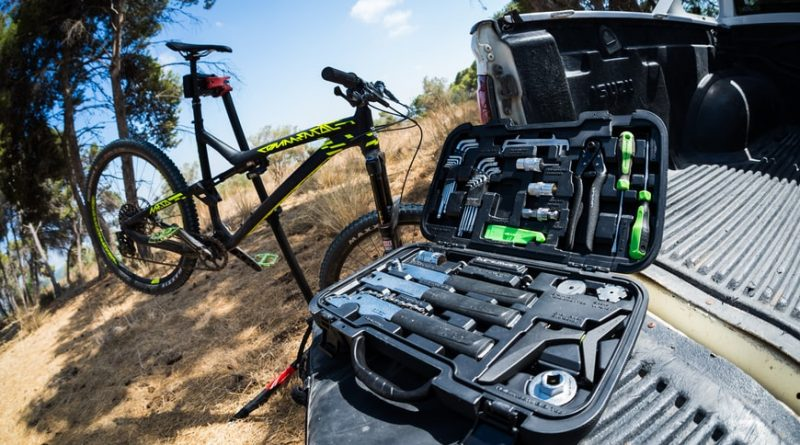 Essential Tools to Carry While Mountain Biking