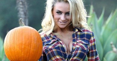 Courtney-Stodden-Sexy-Pumpkin